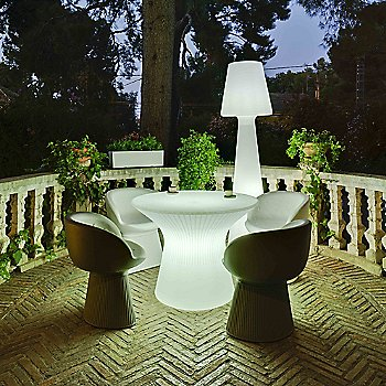 Saint-Tropez LED Dining Table / in use