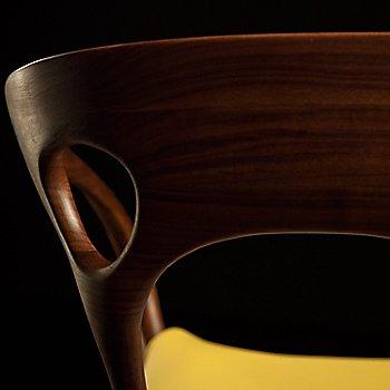 Rogue Leather / Cabernet color / Detail View