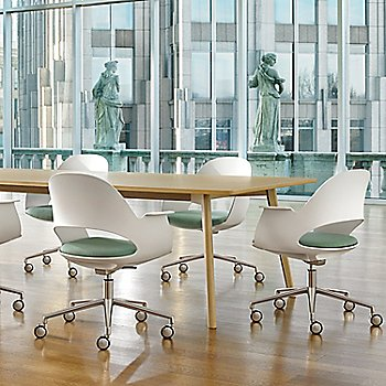 Mist / Polished Aluminum with Focus / Sky upholstered seat / in use
