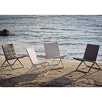 Traveller Folding Lounge Chair / in use