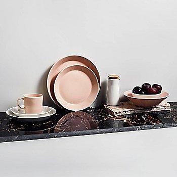 Teema Salad Plate with iittala Kartio Medium Tumblers and iittala Taika Dinner Plates