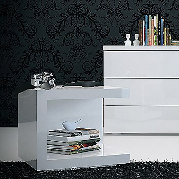 White Lacquer color, in use