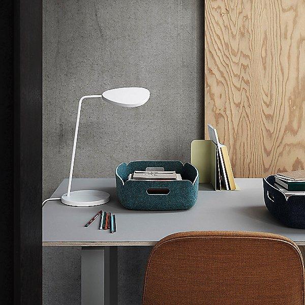 Leaf LED Table Lamp