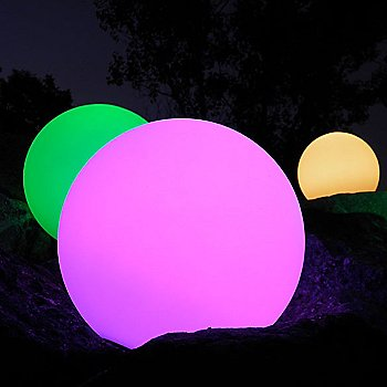 Globe Bluetooth LED Indoor/Outdoor Lamp / in use