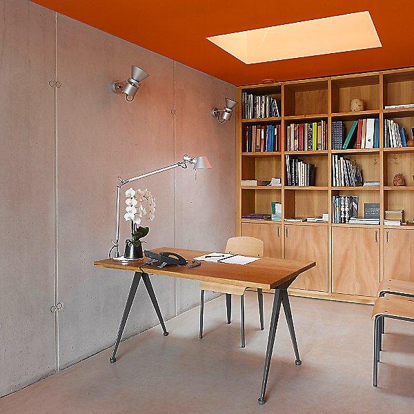 Compas Direction Desk