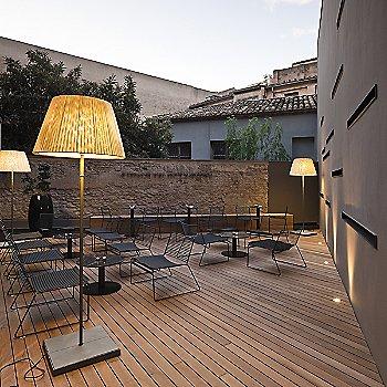 TXL Outdoor Floor Lamp / in use