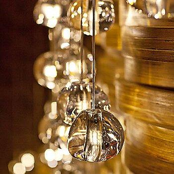 Gold / illuminated / Detail view