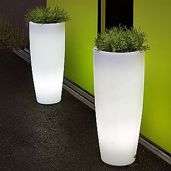 Aix Moderna LED Planter / illuminated / in use