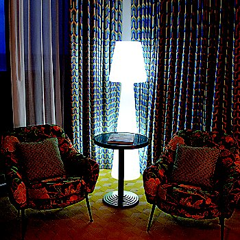Ela LED Floor Lamp / illuminated / in use