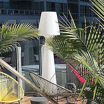 Ela LED Floor Lamp / not illuminated / in use